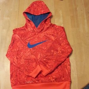 Boys Nike Therma fit size 6 hoodie.